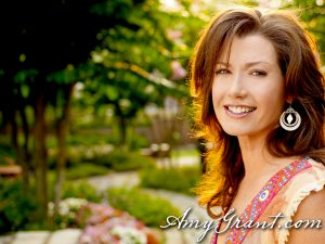 Christian Singer: Amy Grant On Garden Wallpaper