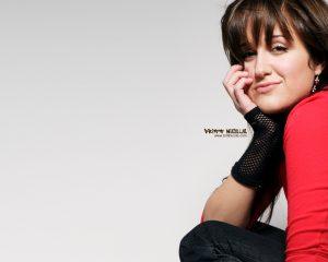 Christian Singer: Britt Nicole Sideview Wallpaper