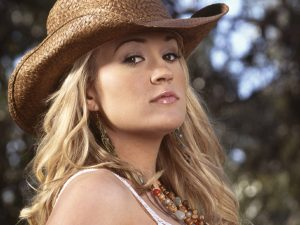 Christian Singer: Carrie Underwood in Cowboy Hat Wallpaper